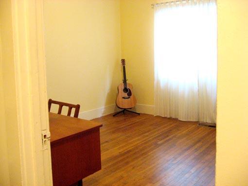 2939-mid-room.jpg